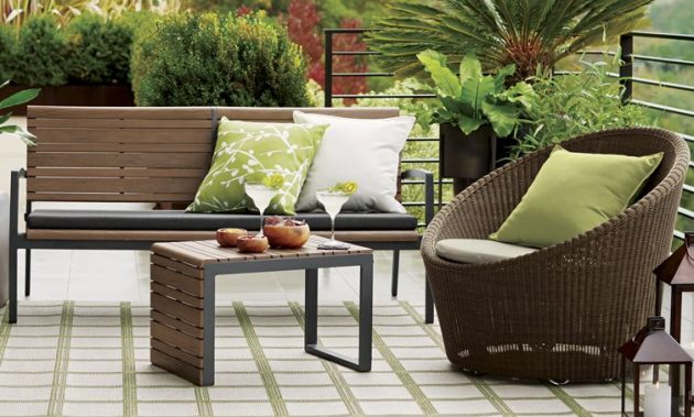 spacious-storage-table-for-the-patio