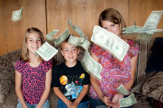 kids money tossed